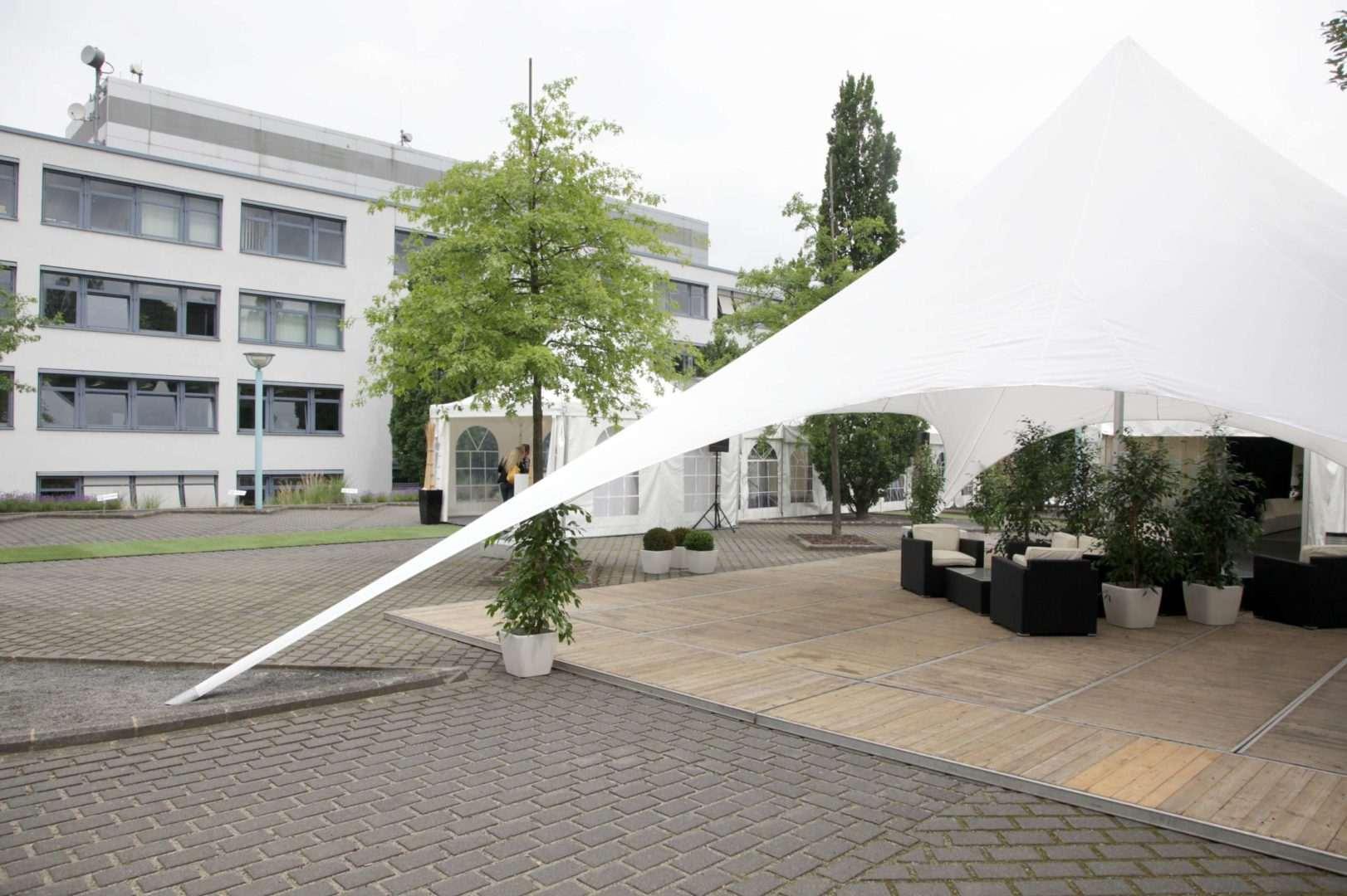 25-ans-euroscript-2009-décoration-extérieur-toile-tendu-évenementiel