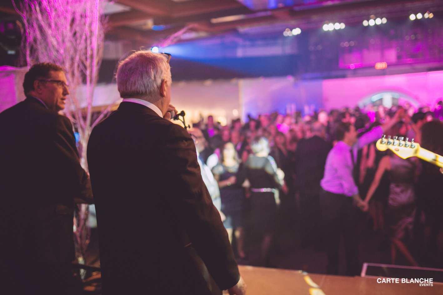 xmas-party-ferrero-2013-chanteur-musique-carte-blanche